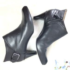 COLE HAAN black leather ankle booties w buckle 8.5